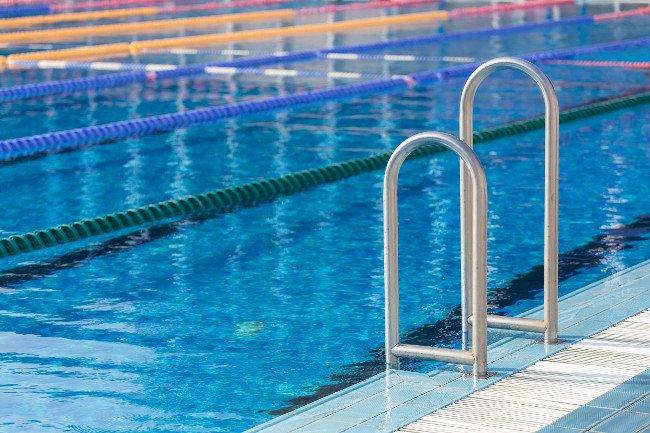 Jaki kolor wody w basenie powinien zaniepokoić?