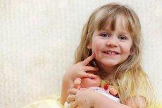 Jedna z sieci handlowych w Wielkiej Brytanii wyceniła białą lalkę drożej niż lalkę czarnoskóra i lakę Azjatkę.