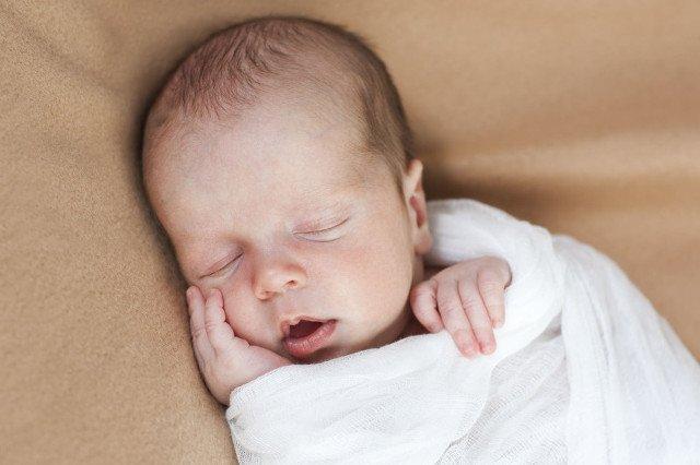 Noworodek przesypia nawet 17 godzin na dobę.
