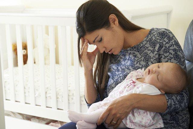 Zmęczone mamy podają dzieciom leki nasenne.