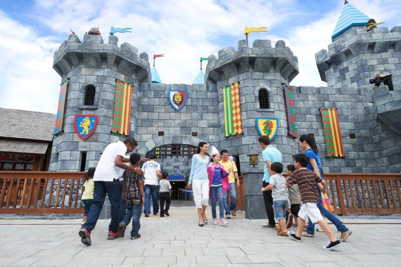 Wejście do kompleksu rozrywkowego Dubai Parks and Resorts