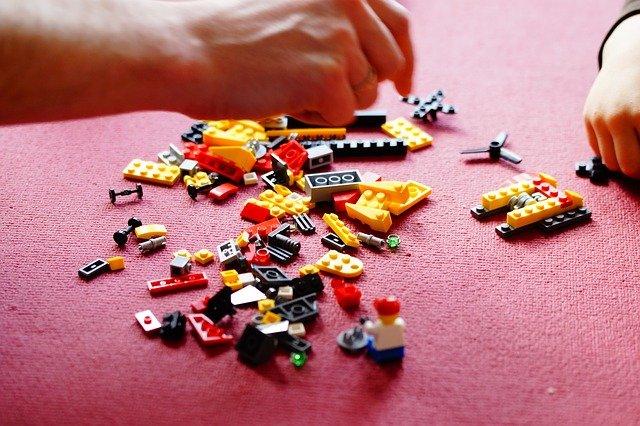 [url=http://pixabay.com/pl/lego-kompilacja-bloki-zabawki-708086/]Pixabay[/url] / [url=http://pixabay.com/pl/service/terms/#download_terms]CC O[/url] Klocki mogą skutecznie odciągnąć od wielu czynności