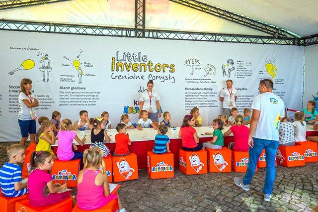 Moim ulubionym stoiskiem jest stoisko Małego Konstruktora, gdzie dzieci i młodzież mogą zaprojektować swoje własne wynalazki!