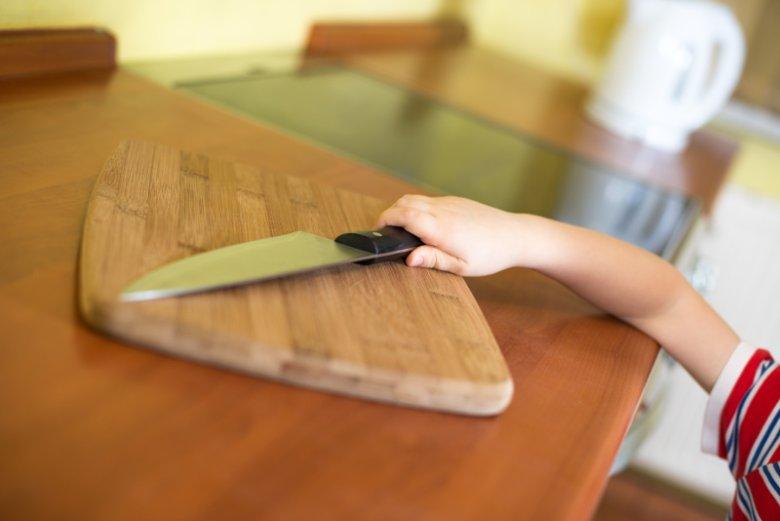 O tym, że nóż jest ostry i może skaleczyć dziecko musi wiedzieć zanim zacznie się nim bawić