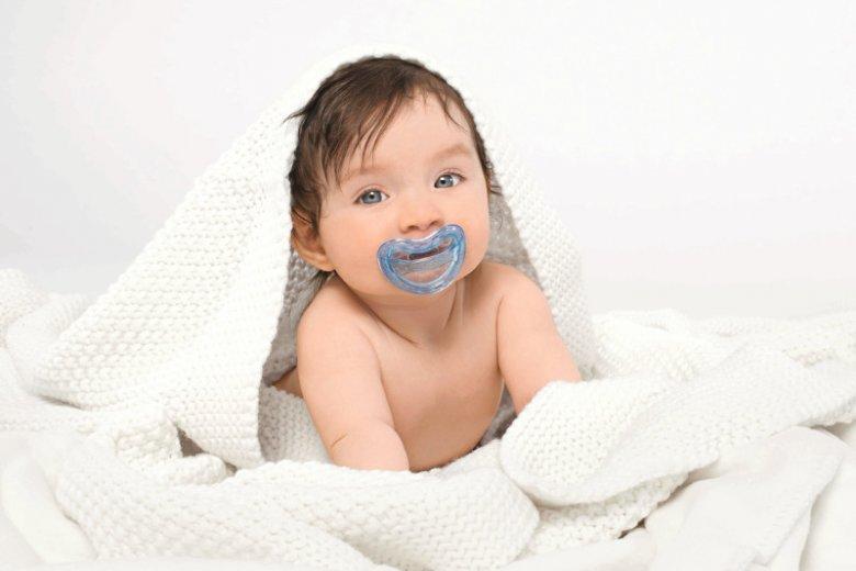 Curaden AG, szwajcarski producent artykułów do higieny jamy ustnej pod marką CURAPROX, opracował specjalistyczną linię produktów CURAPROX Baby dla niemowląt: smoczki medyczne, gryzaki i szczoteczki do zębów