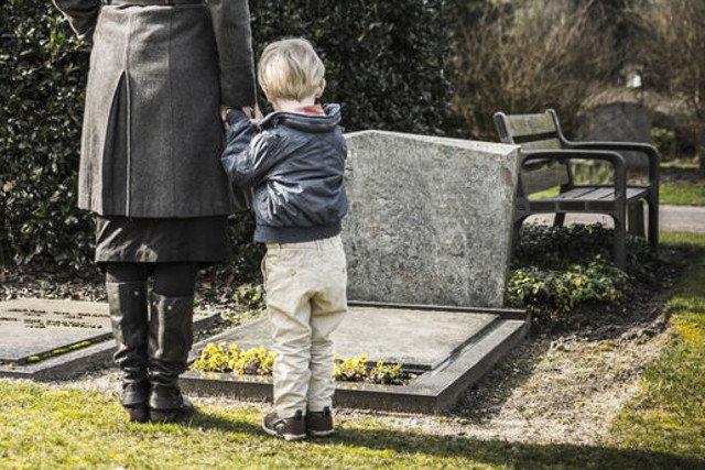 Rodziny się i umieramy, ale o tym drugim znacznie trudniej jest nam rozmawiać z dziećmi