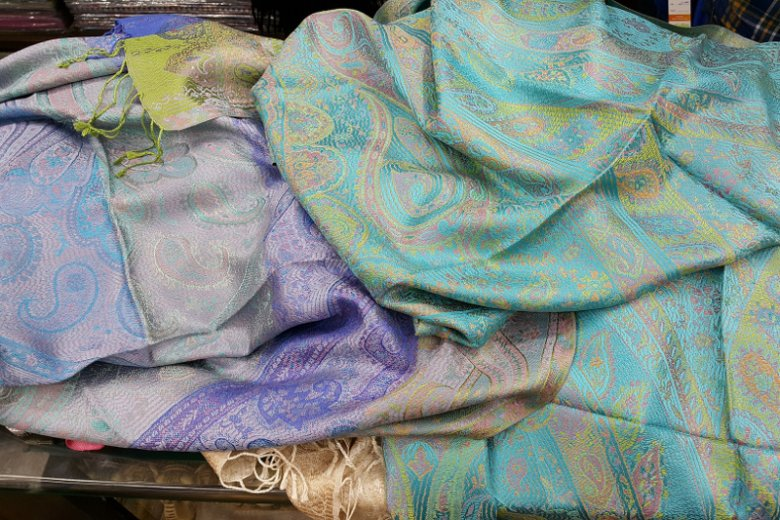 Szale wykonane z kaszmiru, jednej z najlepszych wełnianych tkanin na świecie
