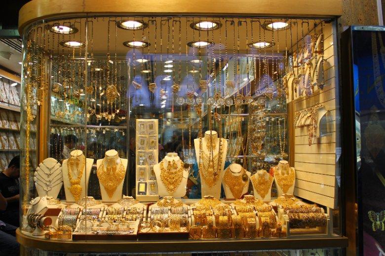 Złoty Suk, targ w dubajskiej dzielnicy Deiry, to słynny bazar wyspecjalizowany w sprzedaży wyrobów ze złota