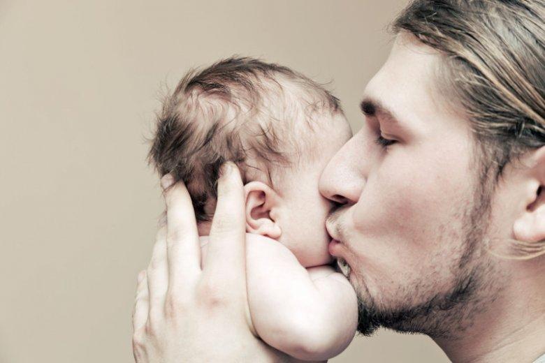 Pierwszy miesiąc w roli ojca przyniósł mi ogrom miłości i niewiele snu.