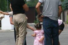 Wielu rodziców zna ten problem, gdy obce osoby chcą dotykać i całować ich dzieci