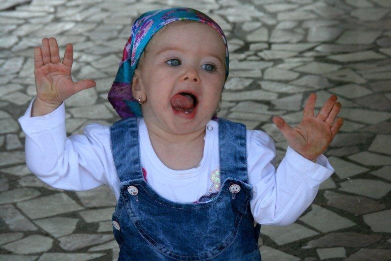 Fot. Pixabay.com / [url=https://pixabay.com/en/girl-baby-blue-eyes-window-940786/]AdinaVoicu[/url] / [url=https://pixabay.com/en/girl-baby-blue-eyes-window-940786/]CCO Public Domain[/url]