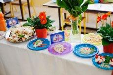 Takie stoły pojawią się w piątek w wielu polskich szkołach.
