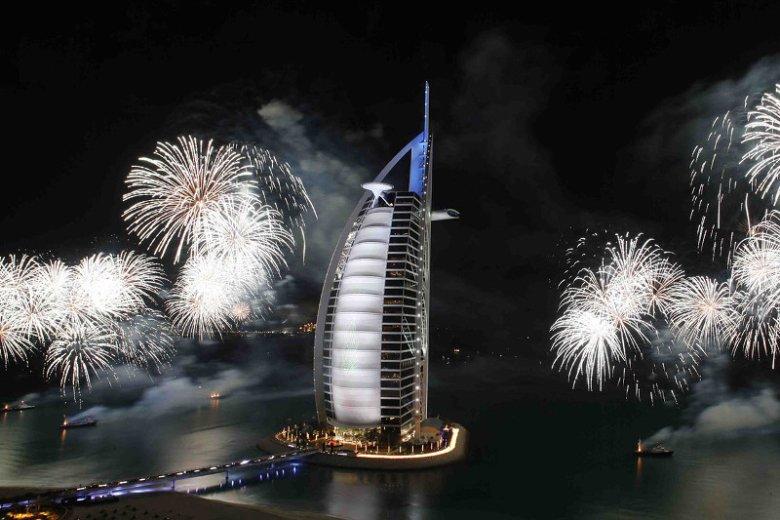 Nieprzypadkowo największe telewizje podają Dubaj jako przykład miasta spektakularnie obchodzącego Nowy Rok