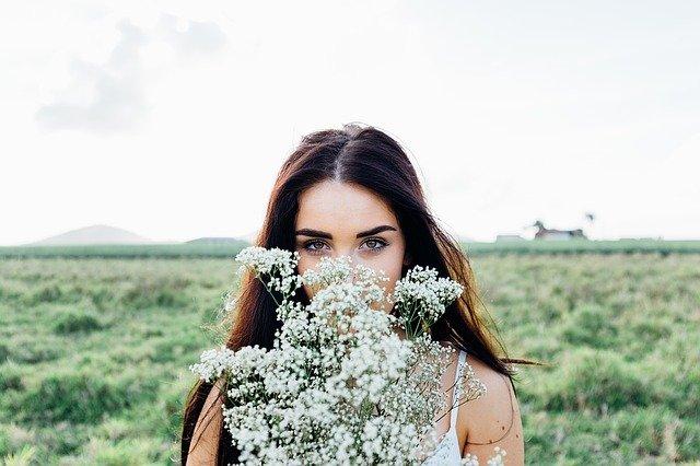 Fot. Pixabay / [url=https://pixabay.com/pl/m%C5%82oda-kobieta-bukiet-kwiat%C3%B3w-kobieta-1149643/]Unsplash[/url] / [url=https://pixabay.com/pl/service/terms/#usage]CC0 Public Domain[/url]