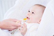 Tran, który zawiera kwasy omega-3 oraz witaminy A i D, to ważny element codziennej diety dzieci. Od 4 tygodnia życia dzieciom można podawać opracowany z myślą o nich Möller's Mój Pierwszy Tran Norweski