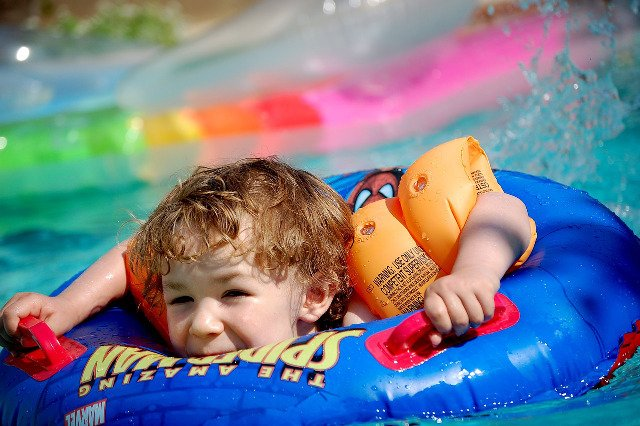 Fot. Pixabay / [url=https://pixabay.com/en/child-swimming-pool-buoy-778610/]guillaumeviallon0[/url] / [url=https://pixabay.com/en/service/terms/#usage]CC0 Public Domain[/url]