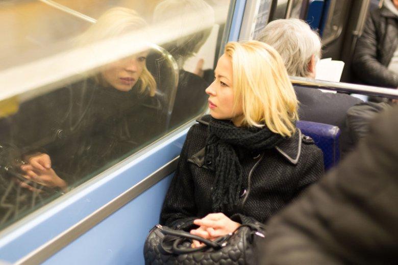 Wulgarna matka w miejscu publicznym – jak reagować?