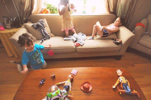 Jak nauczyć dziecko sprzątania? 5 prac domowych dla maluchów