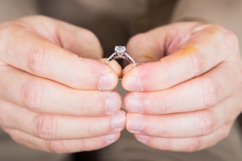 Jaki pierścionek zaręczynowy nie zadowoli kobiety?