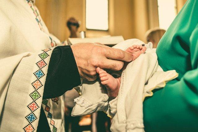 Ile w Polsce trzeba zapłacić za chrzest?