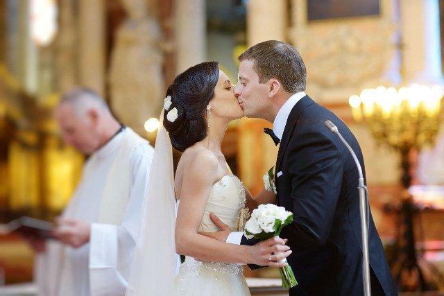 Rzadko mąż przyjmuje nazwisko żony.