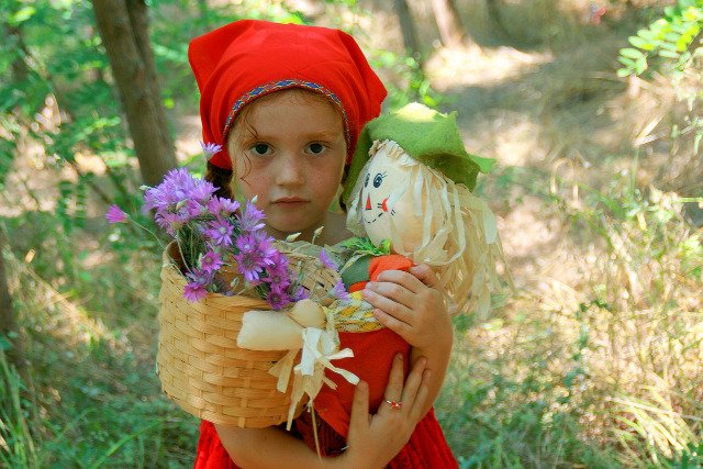 Fot. Pixabay / [url=https://pixabay.com/en/girl-red-little-red-riding-hood-835039/][/url] / [url=https://pixabay.com/en/service/terms/#download_terms]CC0 Public Domain[/url]