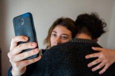 Kontrola w związku - sprawdzanie telefonu partnera