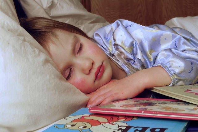 Dzieci, które po zajęciach długo śpią, szybciej się uczą.