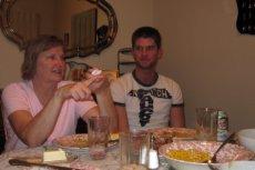 Fot. Flickr / [url=http://skroc.pl/9b400]Tony Alter[/url] / [url= http://goo.gl/OOAQfn]CC BY[/url] Maminsynek musi być w ciągłym kontakcie z mamą