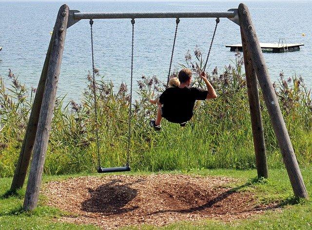 Fot. Pixabay/[url=http://pixabay.com/pl/rodzina-czas-wolny-rodzice-dziecko-440607/]Antranias [/url] / [url=http://bit.ly/CC0-PD]CC0 Public Domain[/url]