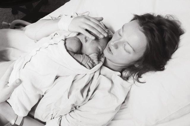 Kobiety zmuszane są do porodów naturalnych, nawet wtedy, gdy ich budowa ciała im to uniemożliwia.