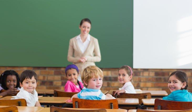 Większość z nas pewnie potrafi wskazać w kalendarzu, kiedy jest Dzień Nauczyciela. Ale obserwujemy coraz słabsze zainteresowanie tym świętem