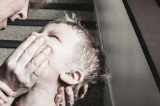 """Wielu rodziców w komentarzach broni """"klapsów"""", uznając je za niegroźną formę egzekwowania poleceń."""