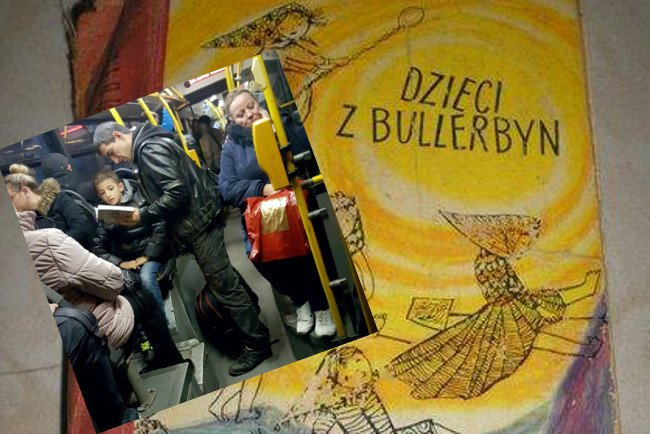 """Tata czyta dziecku w autobusie """"Dzieci z Bullerbyn"""""""
