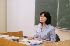 Nauczyciele odczytują rodzicom treść listu od  Minister Edukacji.
