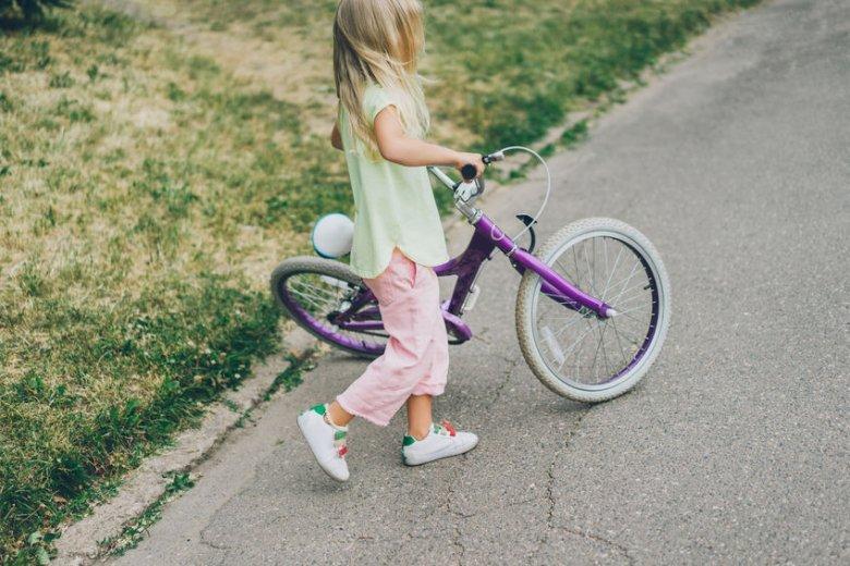 Czy dziecko może jeździć rowerem po ścieżce rowerowej?