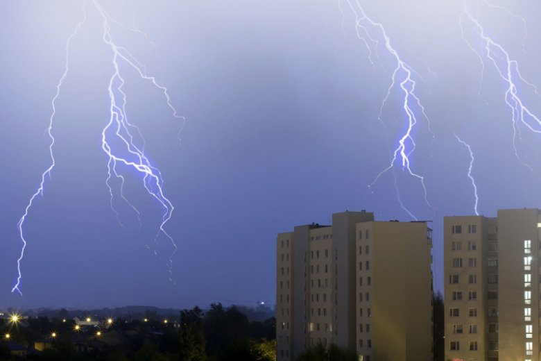 W czasie burzy powinno zachować się parę środków ostrożności.