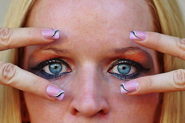 Fot. Pixabay / [url=https://pixabay.com/pl/make-up-kobieta-makija%C5%BC-917003/]YamaBSM[/url] / [url=https://pixabay.com/pl/service/terms/#usage]CC0 Public Domain[/url]