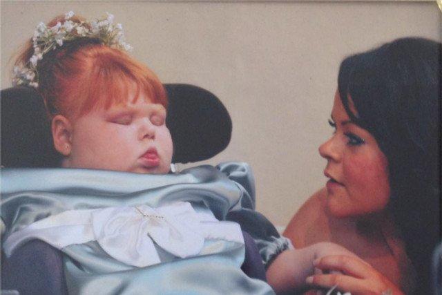 Nieuleczalnie chora Nancy Fitzmaurice z mamą