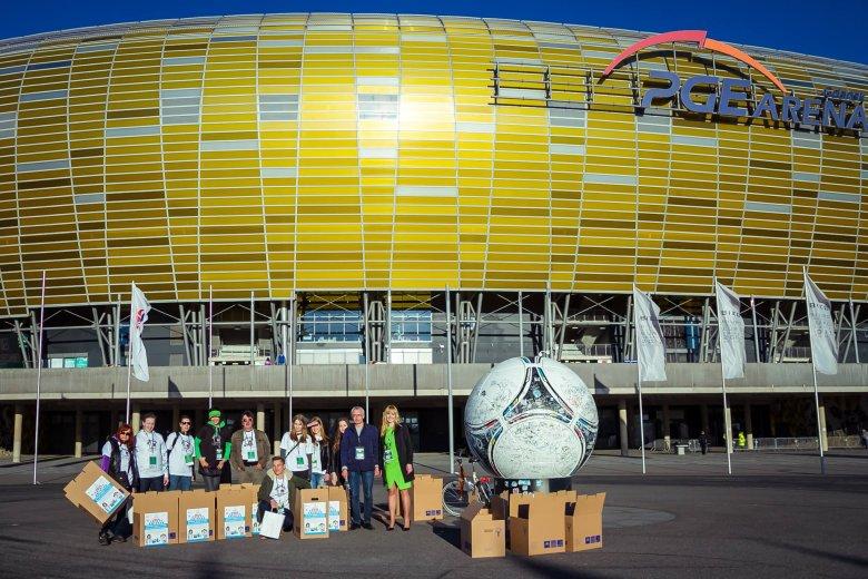 Zbiórka środków czystości podczas meczu Lechii Gdańsk na PGE Arena, pod opiekuńczymi skrzydłami naszej prawniczki Agaty Kowalskiej.