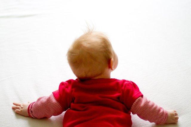 Fot. Pixabay / [url=https://pixabay.com/pl/baby-ciekawo%C5%9B%C4%87-czerwony-niemowl%C4%99-516021/] friesenliesel [/url] / [url=https://pixabay.com/pl/service/terms/#usage] CC0 Public Domain [/url]
