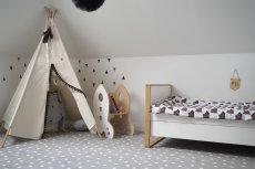 Jak pokazują wyniki ankiety przeprowadzonej na zlecenie sieci sklepów KOMFORT, większość rodziców jako najlepsze rozwiązanie dotyczące wykończenia podłogi wskazuje wykładzinę dywanową
