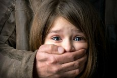 Dziecko powinno wiedzieć, że o każdej sytuacji, w której czuje się niekomfortowo, musi powiedzieć rodzicom.