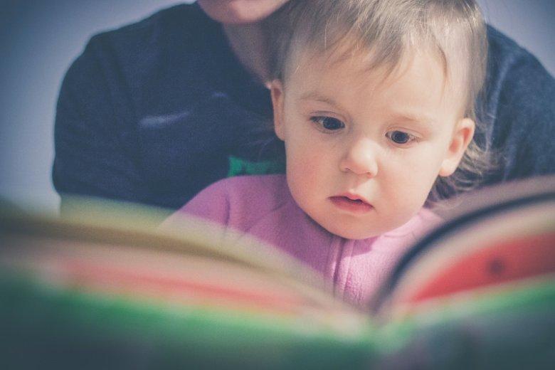Picturebooki to świetny sposób na pierwszy kontakt dziecka z literaturą. Dodatkowo lektura takich książek rozwija różne umiejętności malucha