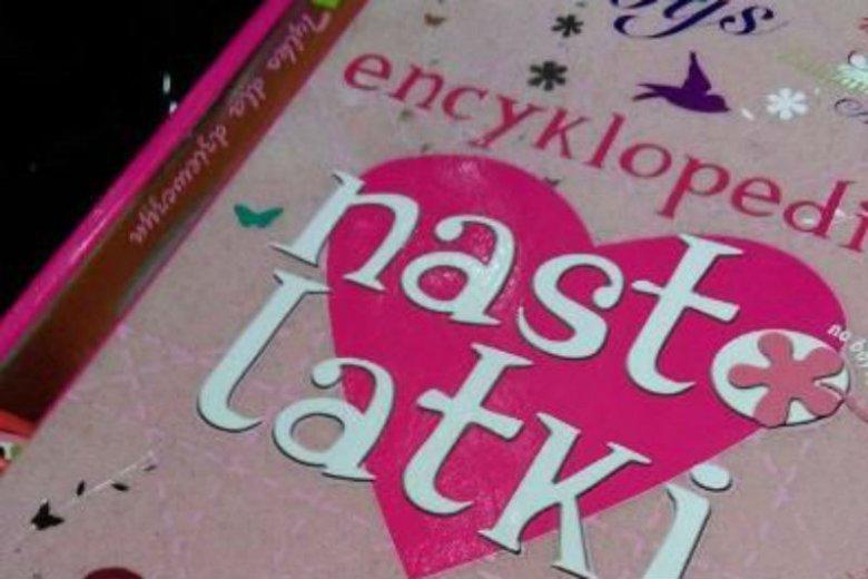 """""""Encyklopedia nastolatki"""" to poradnik skierowany do dziewcząt"""