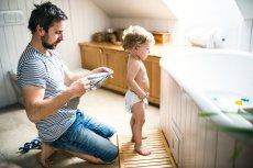 Kiedy kąpać dziecko, by lepiej mu się spało?