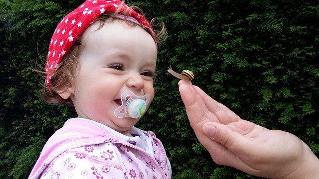 Fot. Pixabay/ [url=http://pixabay.com/pl/baby-ma%C5%82e-dziecko-%C5%9Bmia%C4%87-si%C4%99-rado%C5%9B%C4%87-367438/]beeki[/url] / [url= http://pixabay.com/pl/service/terms/#download_terms]CC O[/url] Twoje dziecko jest także tym, co je