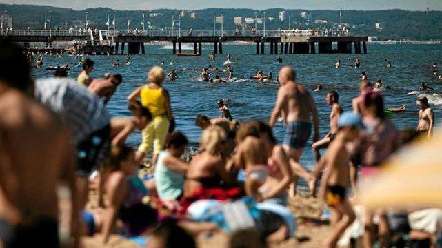 Jak bezpiecznie spędzić z dzieckiem czas nad wodą?