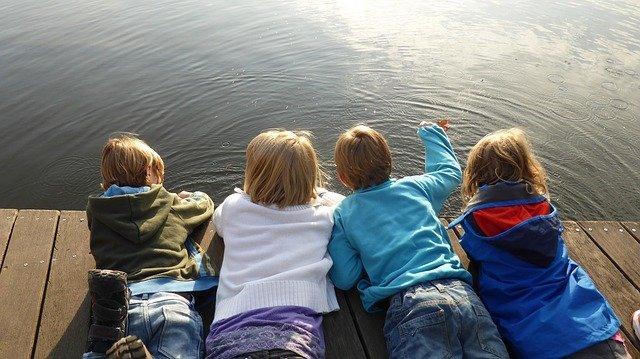 Fot. Pixabay/[url=https://pixabay.com/pl/dziewczyna-ch%C5%82opcy-dzieci-rozwoju-516341/]EME[/url] / [url=  http://pixabay.com/pl/service/terms/#download_terms]CC O[/url]