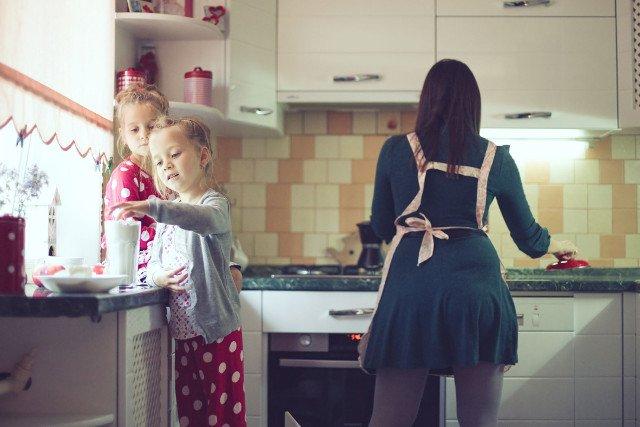 Wyluzowane matki mają więcej czasu i ochoty na zabawę z dziećmi.